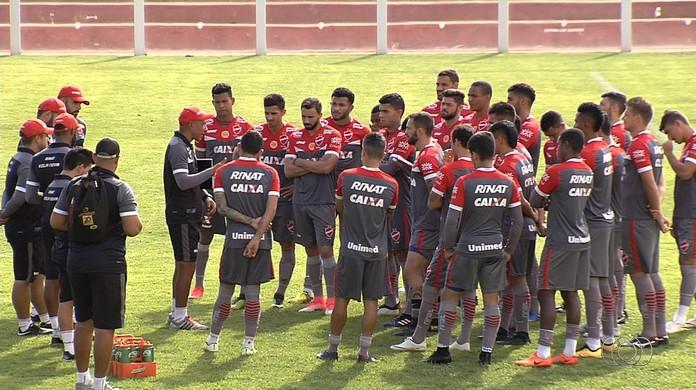 Desmanche  25 jogadores já deixaram o elenco do Vila Nova  a3d336c8e878a