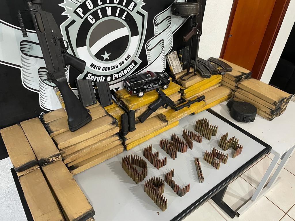 Polícia prende cinco pessoas com 'armamento de guerra' e carreta que levaria armas e drogas até Goiás