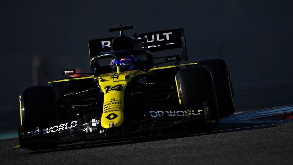 Fernando Alonso guiou RS20, carro da Renault de 2020, nos testes de pós-temporada em Abu Dhabi — Foto: Rudy Carezzevoli - Formula 1/Formula 1 via Getty Images