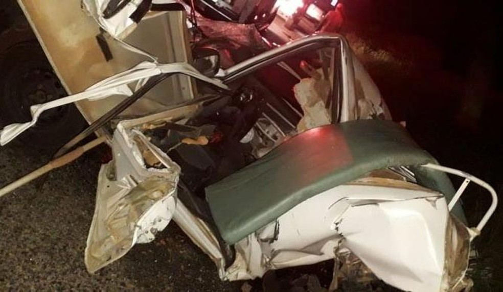 Ambulância onde vítima estava ficou destruída — Foto: João Kauê Souza/ Achei Sudoeste