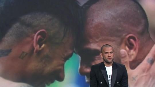 """Daniel Alves cobra opinião mais forte de Neymar e diz: """"As pessoas têm de aprender a respeitar"""""""
