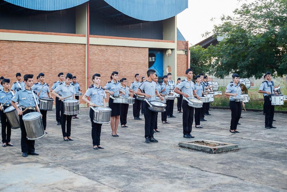 Alunos do Colégio da Polícia Militar participam do desfile dos 25 anos de Palmas (Foto:  Lucas Nascimento / Ascom Seduc)