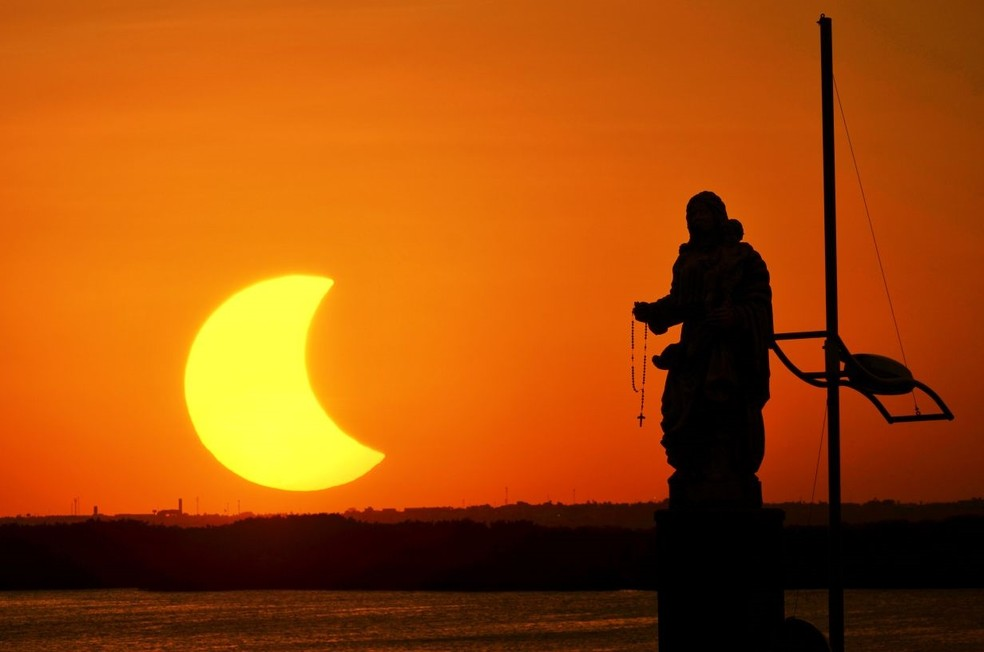 Eclipse solar em Natal, Rio Grande do Norte (Foto: Ney Douglas)
