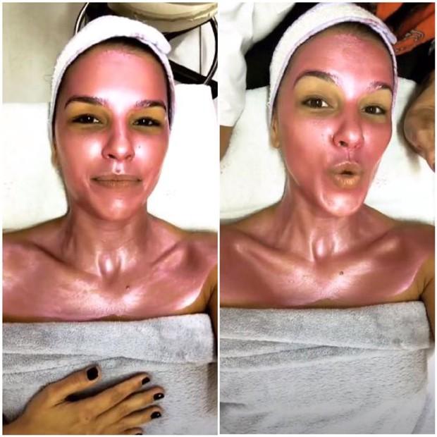 Mariana Rios usando máscara de diamante rosa (Foto: Reprodução/Instagram)