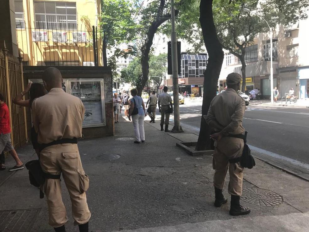 Guardas  municipais atuando no Centro do Rio — Foto: Alba Valéria Mendonça/ G1