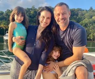 Malvino Salvador, Kyra Gracie e as filhas | Reprodução