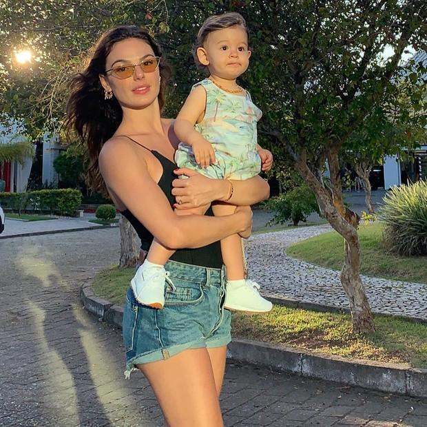 Isis Valverde e o filho, Rael (Foto: Reprodução/Instagram)