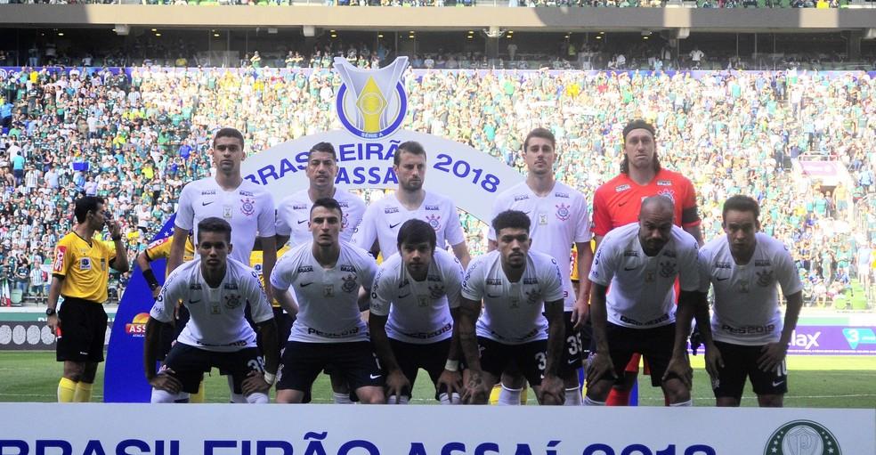 Camisa do Corinthians ainda não tem patrocínio máster em 2018 — Foto: Marcos Ribolli