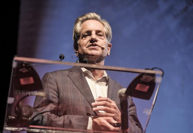 Fred Moll, considerado o pai da cirurgia robótica, durante evento em São Paulo (Foto: Divulgação)