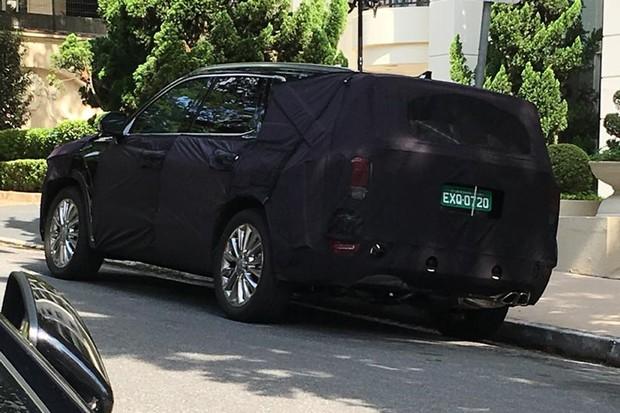 Cobertura não chega a impedir o reconhecimento do Hyundai Palisade (Foto: Eduardo Oliveira/Autoesporte)