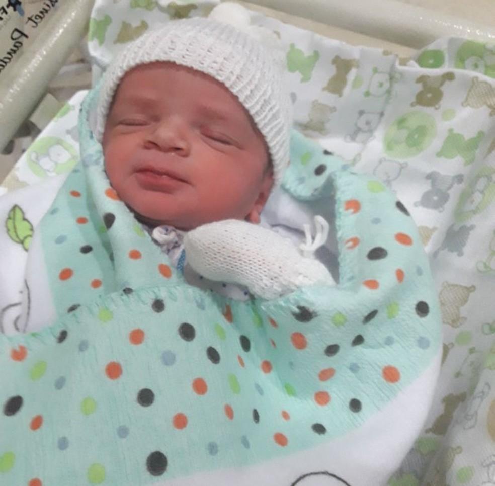 Crian�a passou uma semana internada na UTI da maternidade e morreu na segunda (12) (Foto: Marcion�lia da Costa/ Arquivo pessoal)