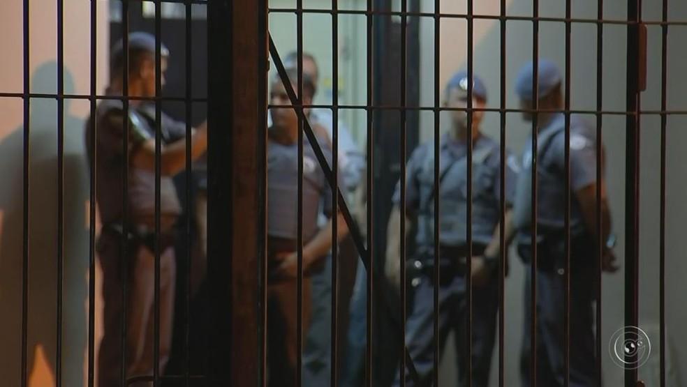 Homem de 40 anos foi preso suspeito de estuprar crianças em Itapetininga (Foto: Reprodução/TV TEM)