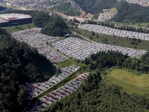 Novos veículos da Volkswagen são vistos em um estacionamento da fábrica em São Bernardo do Campo. Na última segunda-feira (30) cerca de 4,2 mil funcionários da fábrica de Taubaté (SP) entraram em férias coletivas (Foto:  Paulo Whitaker/Reuters)