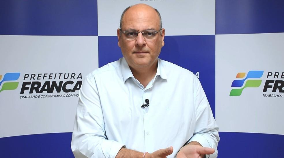 Prefeito de Franca (SP), Alexandre Ferreira (MDB) explica sindicância aberta para investigar suspeita de fraude na vacinação contra Covid-19 — Foto: Prefeitura de Franca/Divulgação