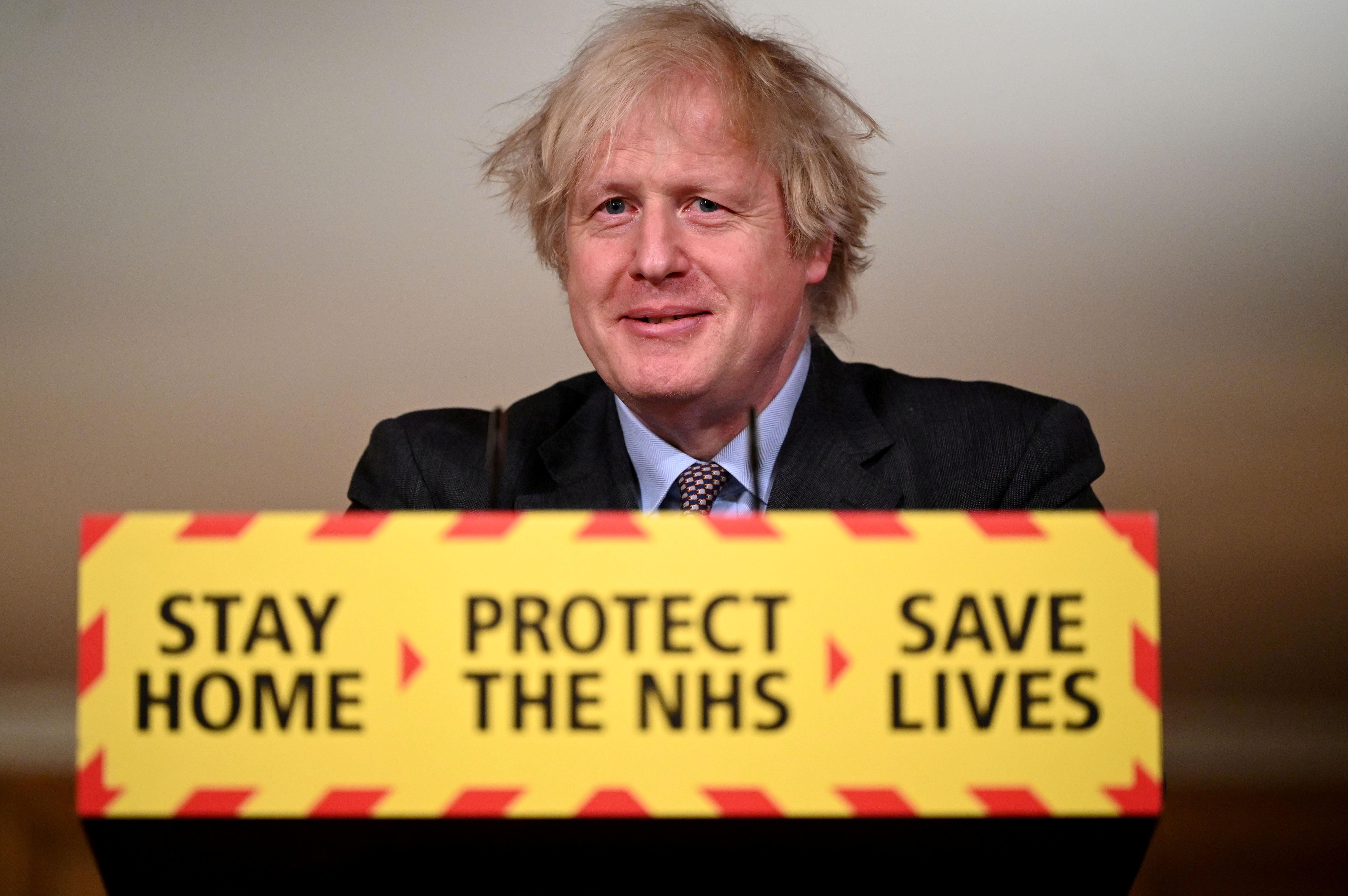 Boris Johnson vai suspender restrições à pandemia no Reino Unido