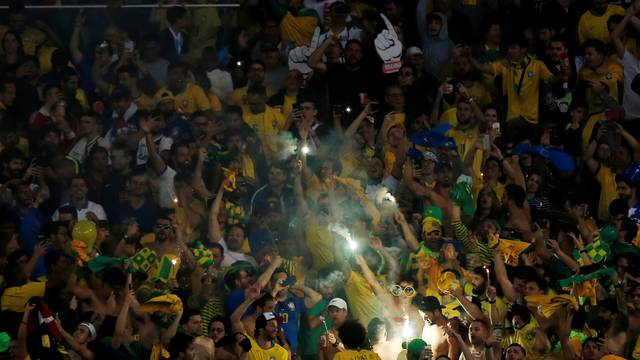 Torcida faz festa no Maracanã