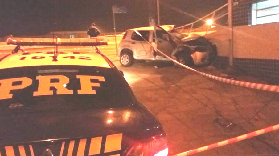 Acidente deixa uma mulher morta e outra ferida na BR-116, em Canoas
