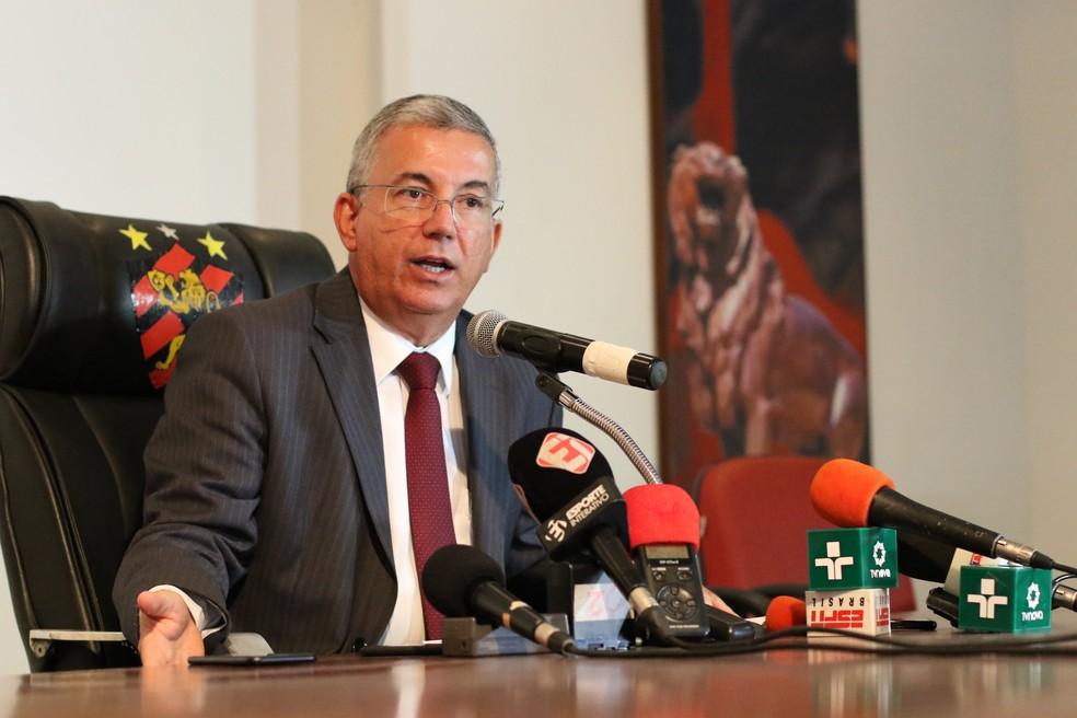 Presidente do Sport, Arnaldo Barros, assinou documento do clube ao STJD â?? Foto: Aldo Carneiro/Pernambuco Press