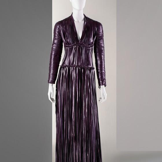 """Vestido de """"couro de uva"""": a moda busca opção de material (Foto: VEGEA)"""
