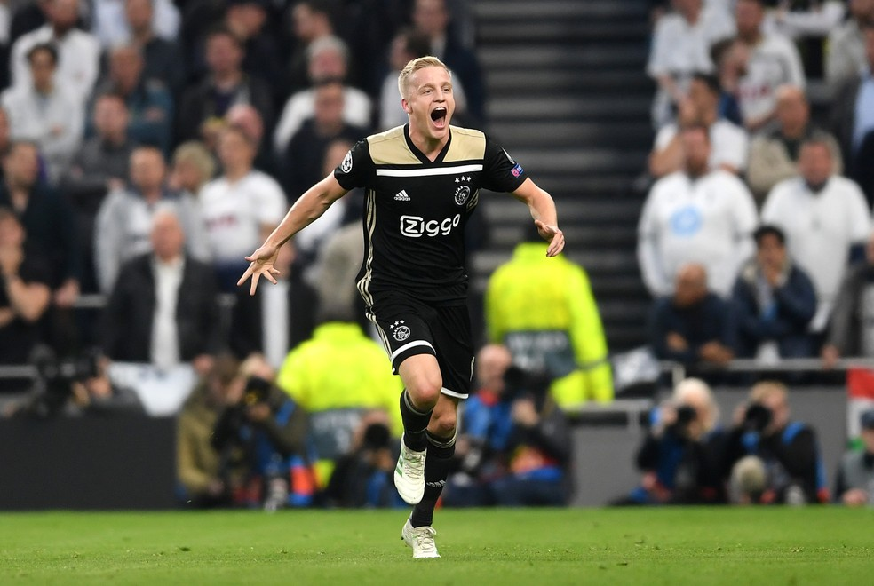 Van de Beek gol Ajax Tottenham — Foto: Getty Images