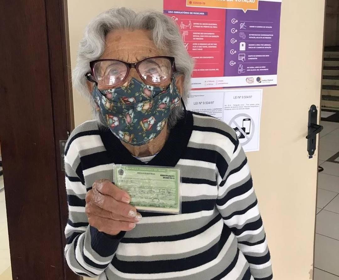 Antônia tem 108 anos e votou em Pato Branco