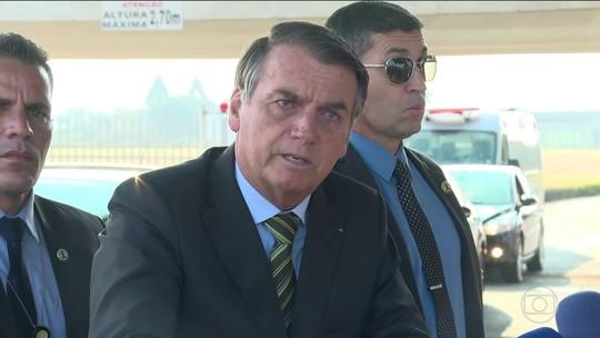 Sem provas, Bolsonaro sugere ligação entre ONGs e queimadas