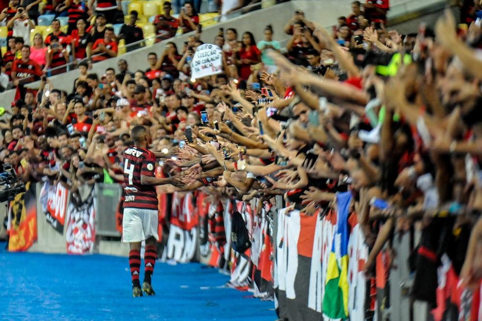 Despedida do zagueiro Juan durante Flamengo x Cruzeiro, partida válida pela 1ª rodada do Campeonato Brasileiro — Foto: NAYRA HALM / ESTADÃO CONTEÚDO