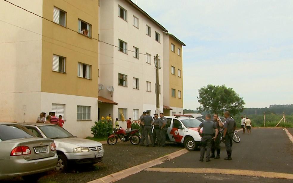 Menina de 9 anos ficou ferida após cair do terceiro andar do prédio em Ribeirão Preto (Foto: Paulo Souza/EPTV)