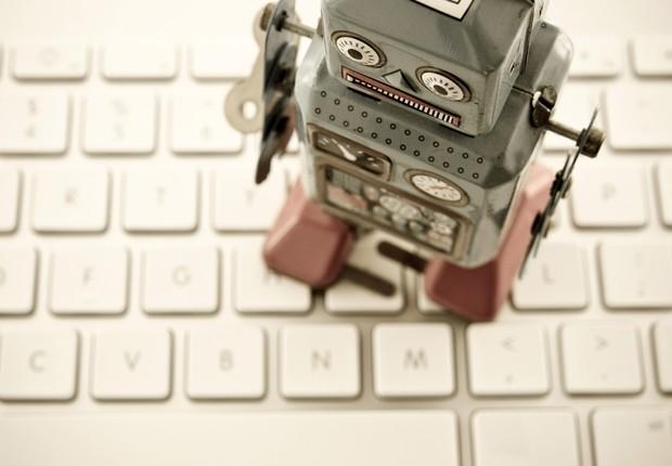Robô ; finanças ; computador ; teclado ; tecnologia ; carreira ; brinquedo no escritório ;  (Foto: Thinkstock)