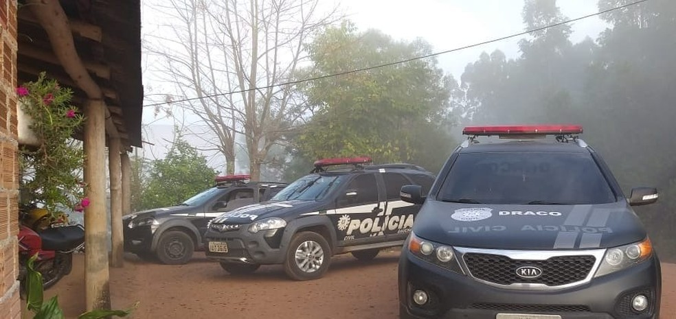 Agentes cumpriram mandados de prisão e de busca e apreensão nesta terça (11) — Foto: Polícia Civil/Divulgação