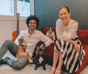 Namorando há quase sete anos, Sophia Abrahão e Sergio Malheiros moram juntos. Há dois, eles se mudaram para uma casa espaçosa no Rio. A seguir, a atriz conta detalhes do espaço e fala sobre a rotina do casal   Reprodução