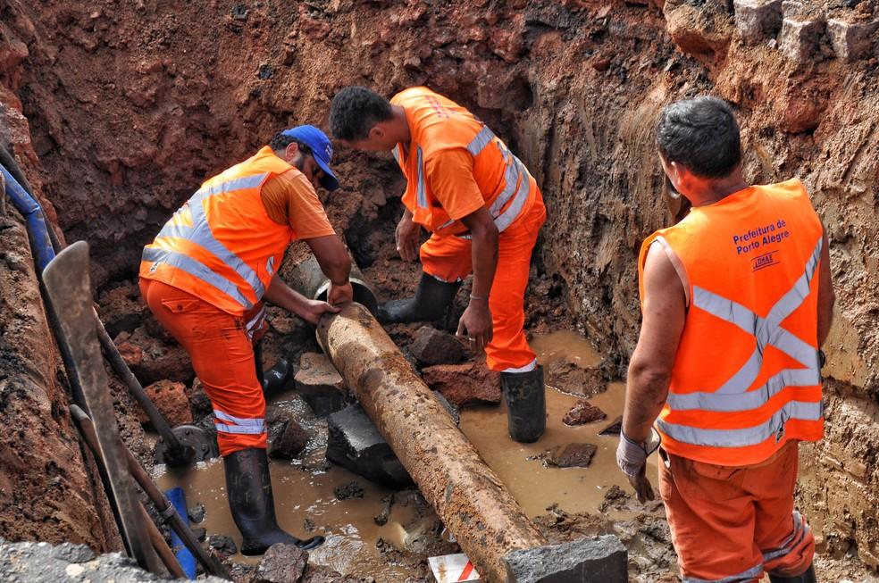 Sistema de abastecimento de água na Zona Leste de Porto Alegre terá interupção no abastecimento nesta terça-feira — Foto: Renan Lima/DMAE/PMPA
