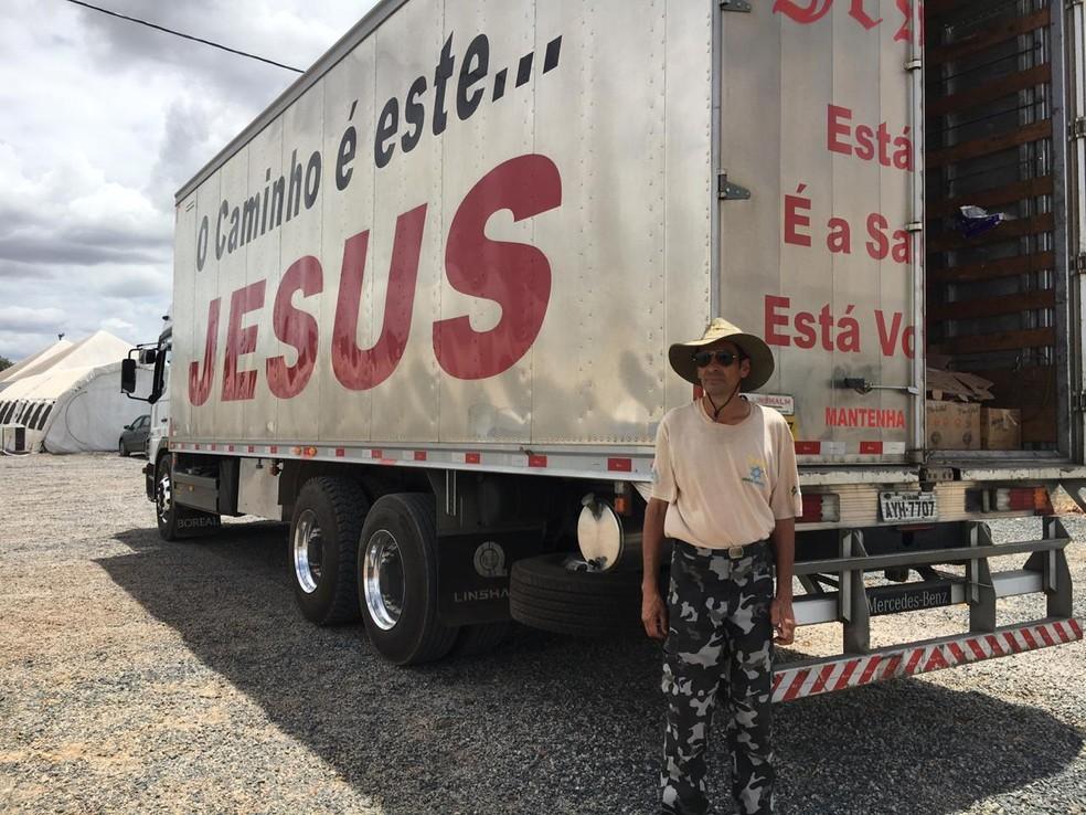 Com caminhão cedido para a firma em que trabalha, Luiz fez o percurso sozinho: 'para não dormir tinha que buzinar' — Foto: Emily Costa/G1 RR