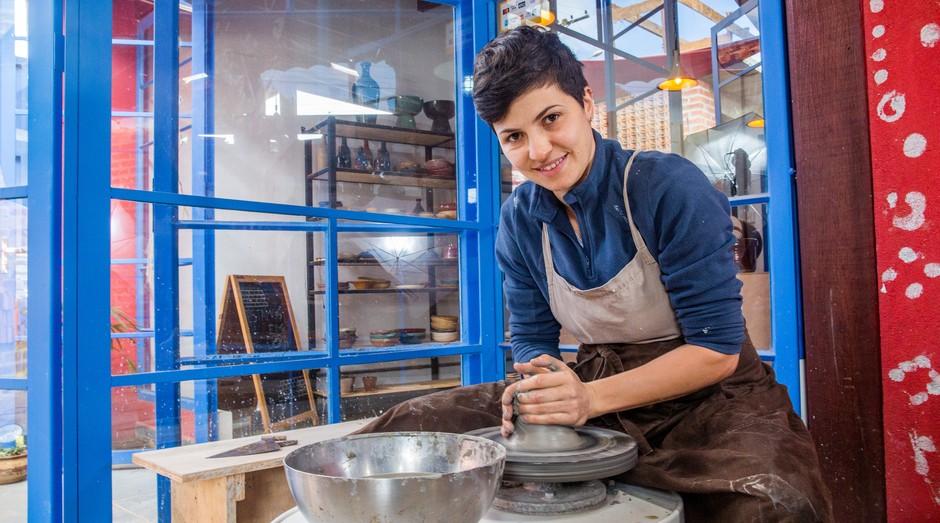Retrato da empreendedora Barbara Fontoura Agostini, do Atelier Fontoura&kiehl para a sessão Conte Sua História, do Jornal de Negócios do Sebrae-SP. (Foto: Sebrae-SP)