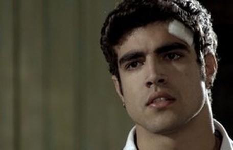 Na quarta-feira (10), Antenor (Caio Castro) ouve Patrícia (Adriana Birolli) aceitar o pedido de namoro de Alexandre (Rodrigo Hilbert) TV Globo