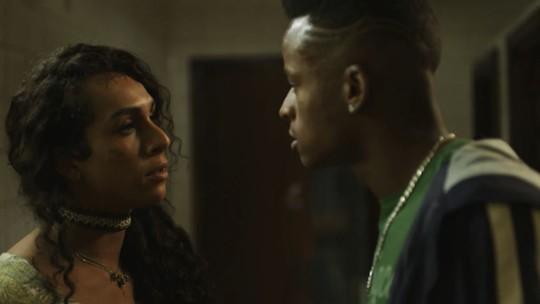 Natasha, personagem de Linn da Quebrada, é agredida no primeiro episódio de 'Segunda Chamada'