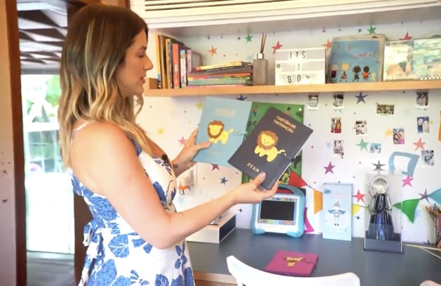 Giovanna mostrou ainda os cartões de vacinação personalizados dos filhos (Foto: Reprodução)