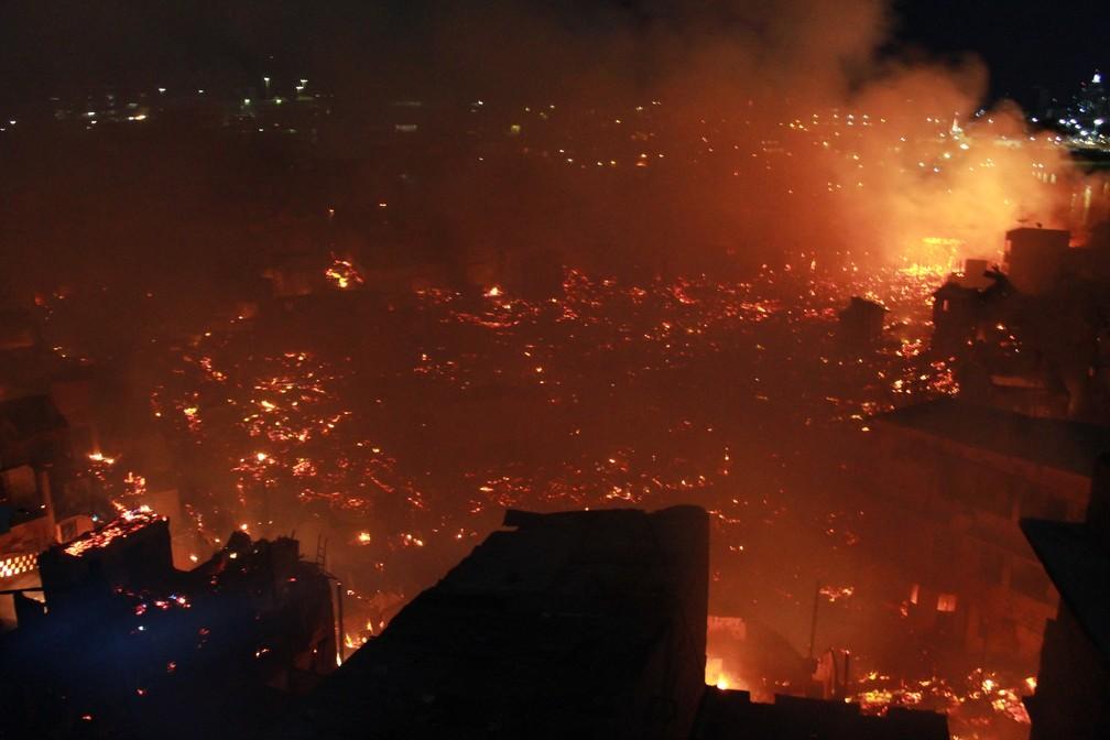 Incêndio atingiu 600 casas na localidade — Foto: Rickardo Marques/G1 AM