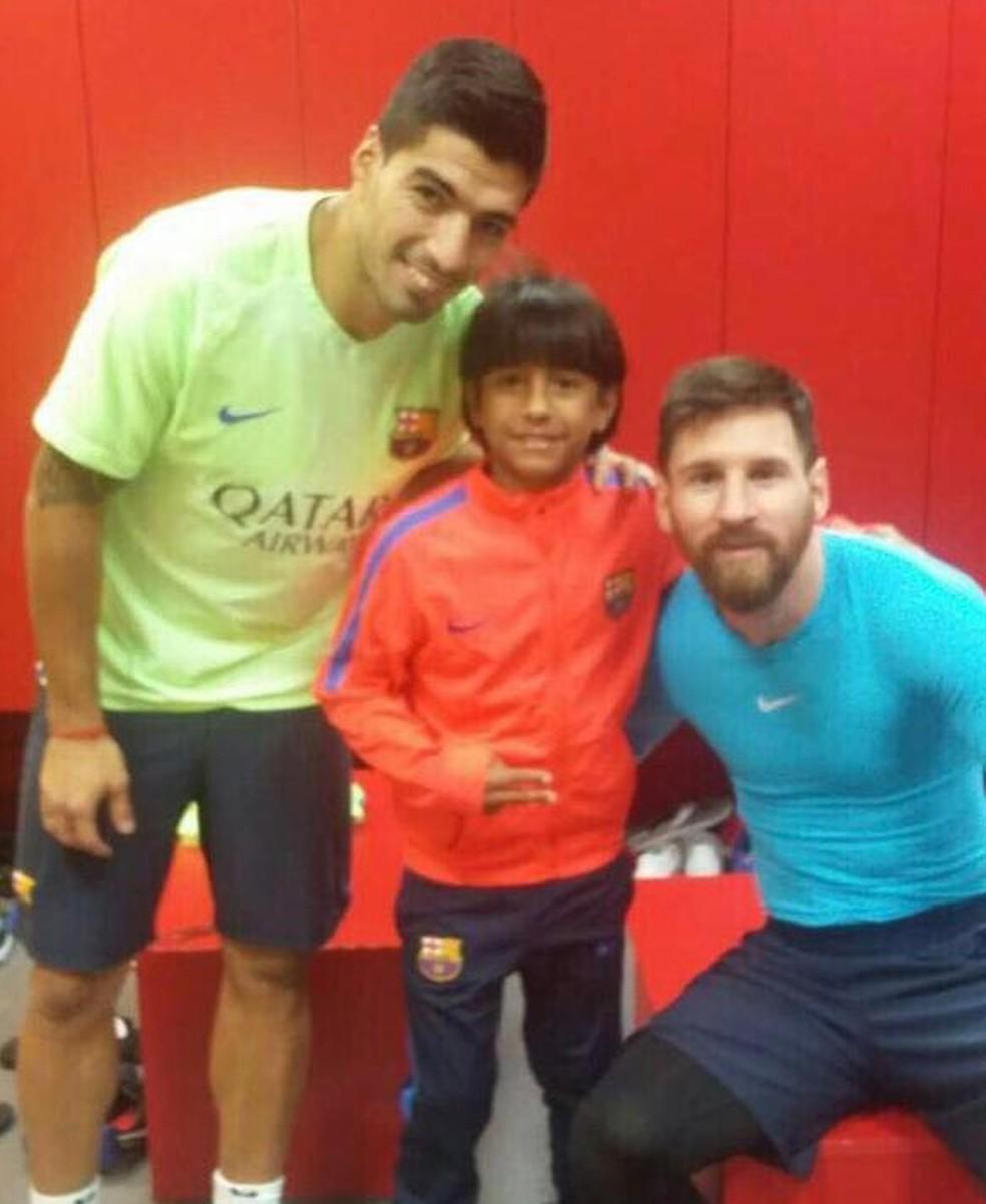 Manu com Messi e Suárez durante passagem pelo Barcelona, em 2017 — Foto: Arquivo pessoal