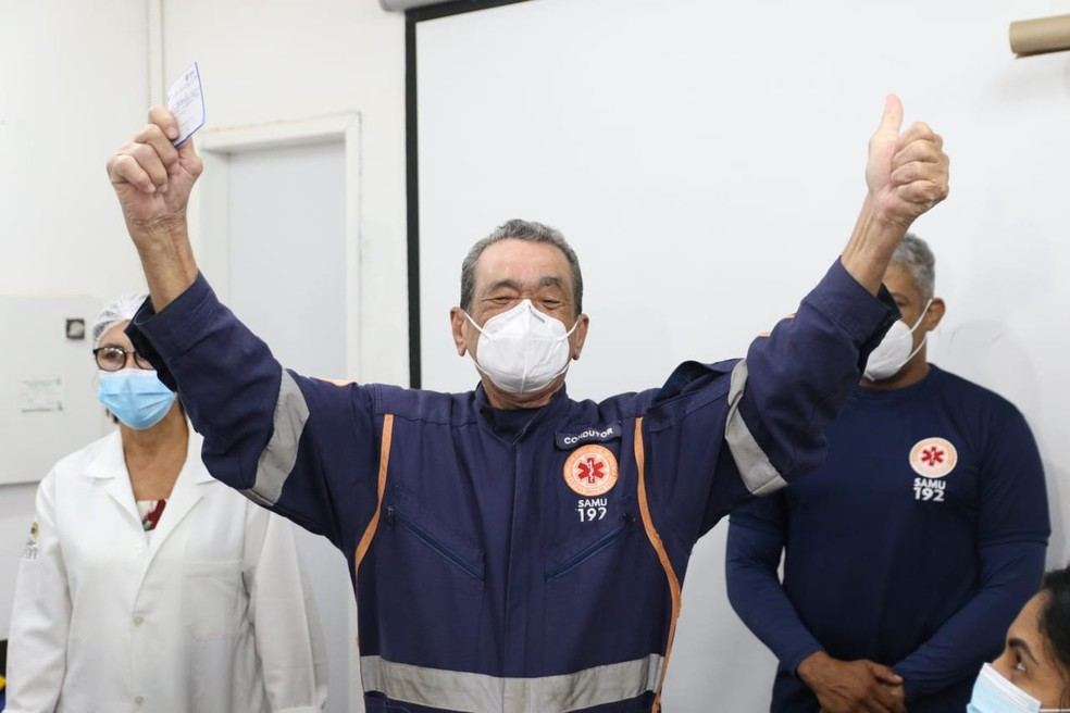 De acordo com o Samu, 600 profissionais devem receber o imunizante contra a Covid-19 — Foto: Marlon Costa/Pernambuco Press
