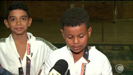 """Garoto de 8 anos é sincero após ouro no taekwondo: """"Achava que ia perder"""""""