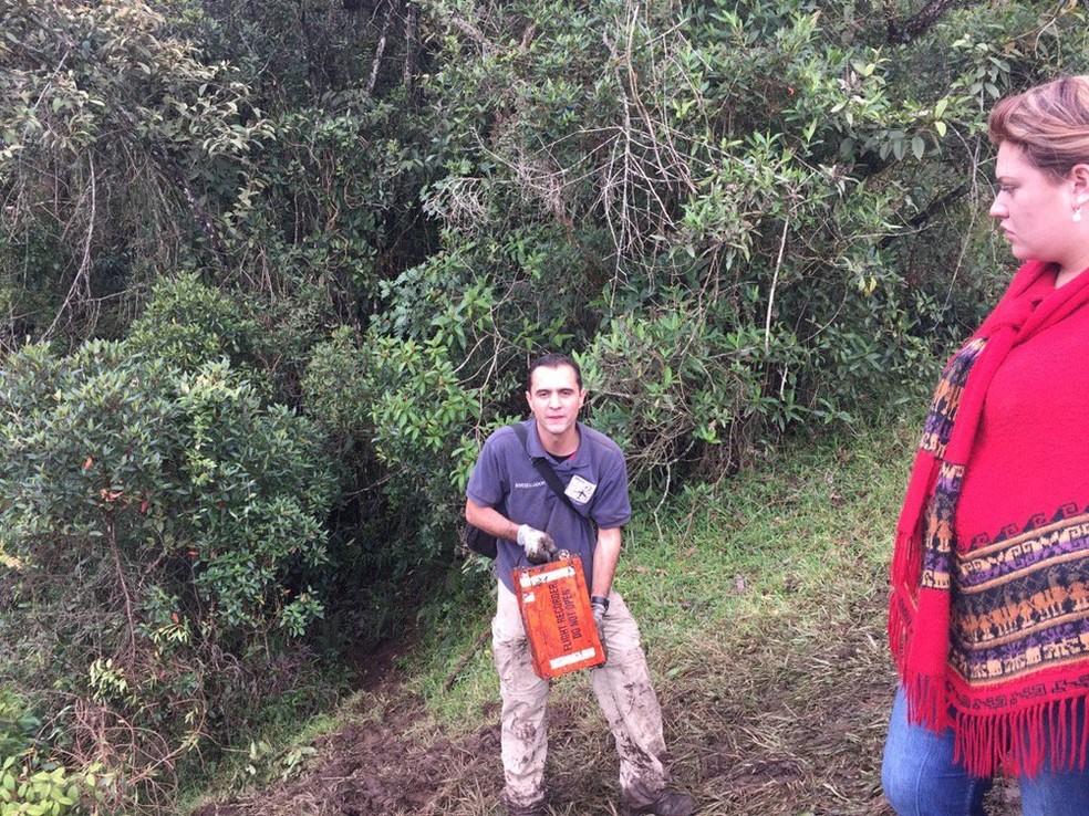 Uma das caixas-pretas do avião que levava o time da Chapecoense e que caiu na Colômbia (Foto: (Foto: Reprodução/Twitter/Alfredo Bocanegra))