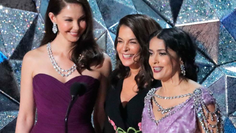 Ashley Judd, Annabella Sciorra e Salma Hayek apresentaram um vídeo sobre movimentos pela diversidade, que marcaram o Oscar nos últimos anos (Foto: Lucas Jackson/Reuters)