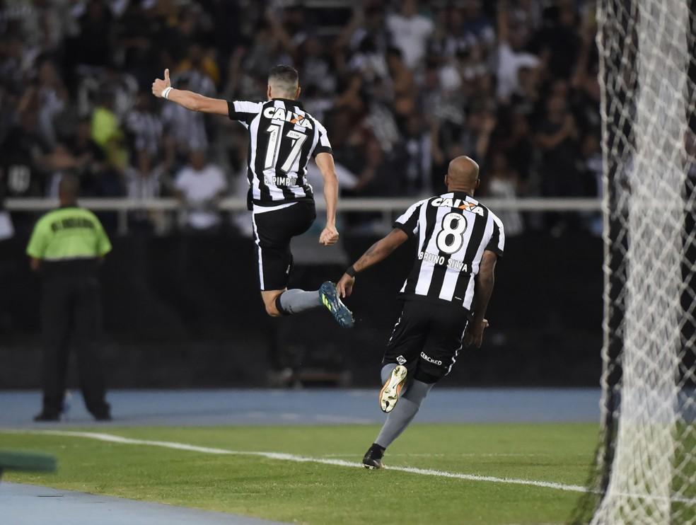 Pimpão comemora muito o segundo gol alvinegro (Foto: André Durão / GloboEsporte.com)