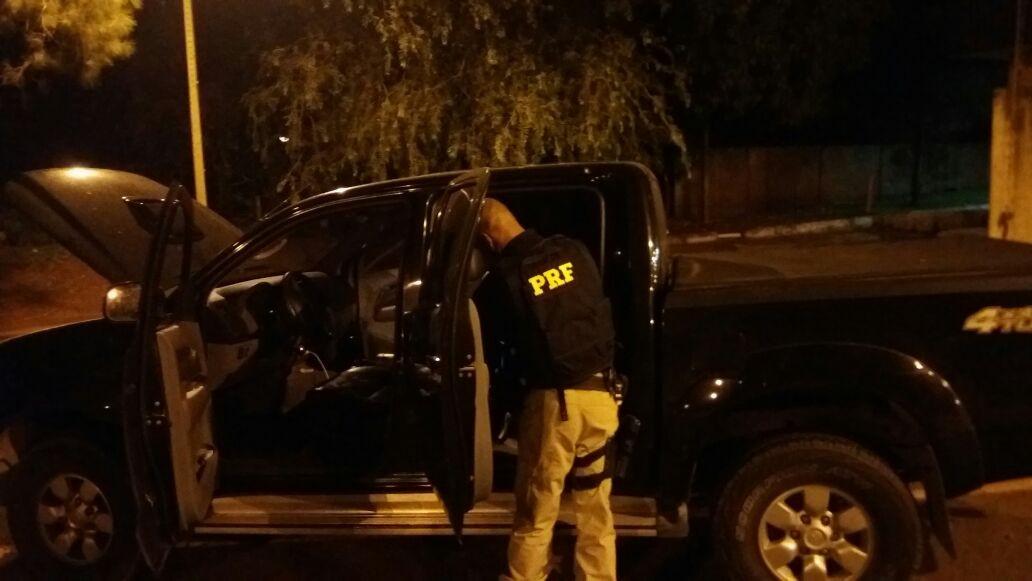 Caminhonete roubada no Rio de Janeiro é recuperada em MS e motorista é preso