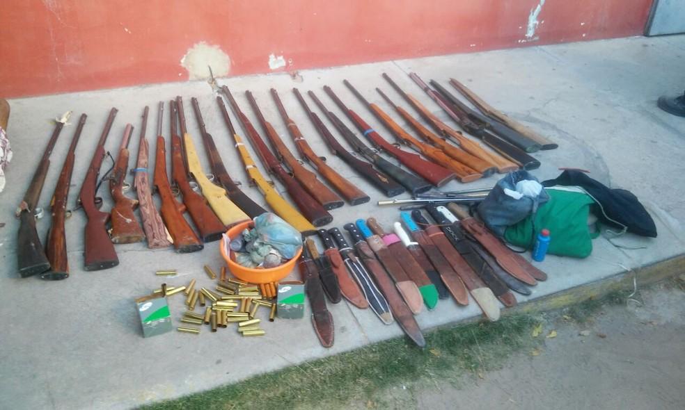 Armas artesanais encontradas pela polícia em Croatá, no Ceará (Foto: Tenente Sousa)