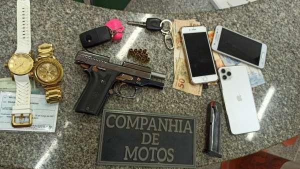 Polícia prende quatro jovens com arma de fogo durante festa em rua de Fortaleza