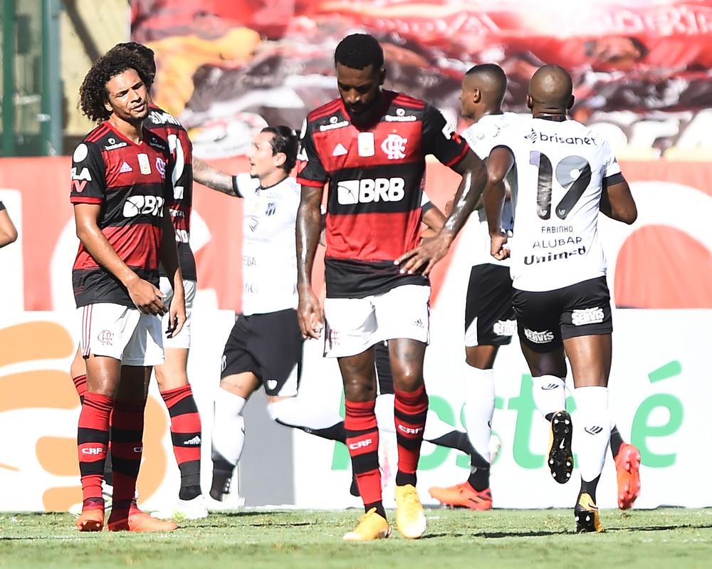 Gerson leva terceiro cartão amarelo e está suspenso do jogo do Flamengo contra o Goiás