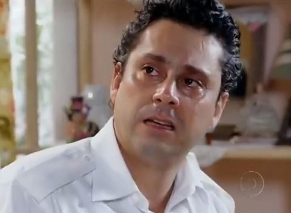 Baltazar pede perdão a Solange e Celeste em 'Fina Estampa' — Foto: Globo