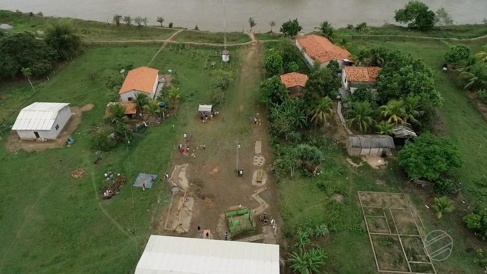 Cerca de 300 famílias vivem em comunidade ribeirinha  — Foto: TVCA/ Reprodução